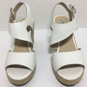 Steve Madden Wavi White Leather Wedge. Size 7.5
